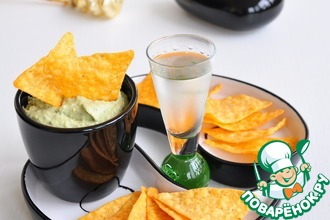 Рецепт: Крем из авокадо с печенью трески и каперсами