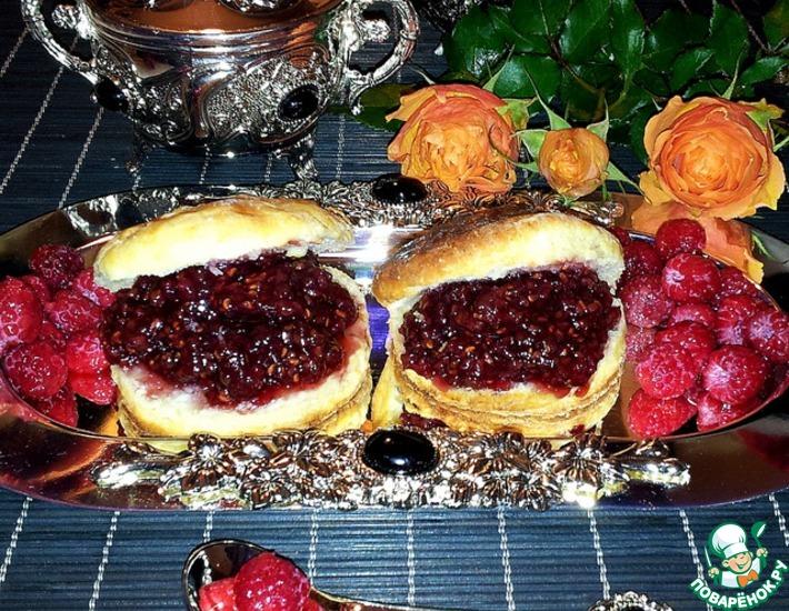 Рецепт: Сконы с рикоттой и малиновым вареньем