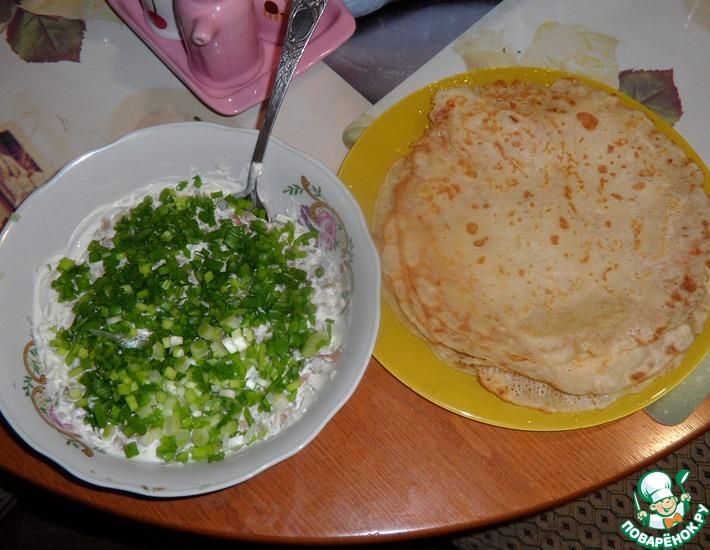 Рецепт: Кашка из селедки с луком с блинчиками на пиве