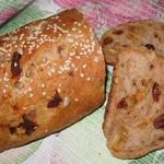 Ржаной батон с сыром и вялеными томатами