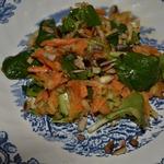 Фельд-салат с морковью и яблоком