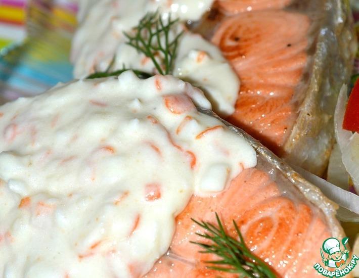 Рецепт: Форель с крабовым соусом и чесноком
