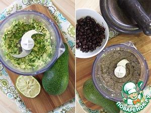 Теперь берем авокадо, очищаем, разрезаем, вынимаем косточку, режем кусочками и в блендер! Добавляем немного сока лайма и пробиваем.   Отправляем туда же фасоль, немного оливкового масла, соли, перца и тмина (все по вкусу, тмин и перец предварительно растереть в ступке или мельнице), и превращаем авокадо с фасолью в более-менее однородное пюре.
