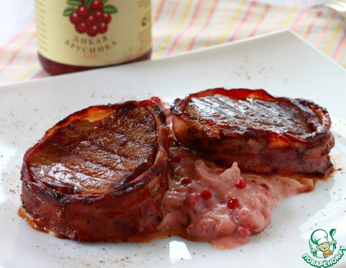 Рецепт: Филе миньон с луково-брусничным соусом