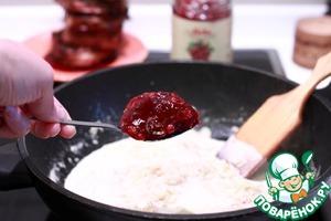 Филе миньон с луково-брусничным соусом