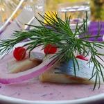 Селедочка с брусничным соусом