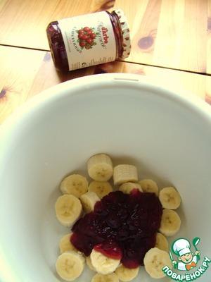 Мороженое с бананом и клюквенным соусом – кулинарный рецепт