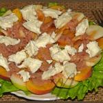 Закусочный салат с клюквенным соусом