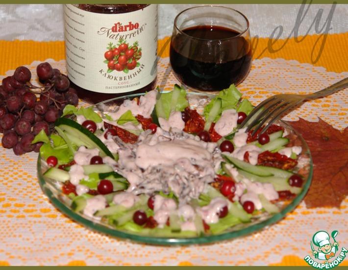 Рецепт: Салат с бастурмой и клюквенной заправкой