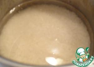"""Рис заливаем кипятком (именно кипятком, т. к. он """"заварит"""" крахмал на поверхности риса, и тот получится рассыпчатым)"""