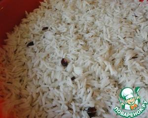 Рис выкладываем на морковь с луком.