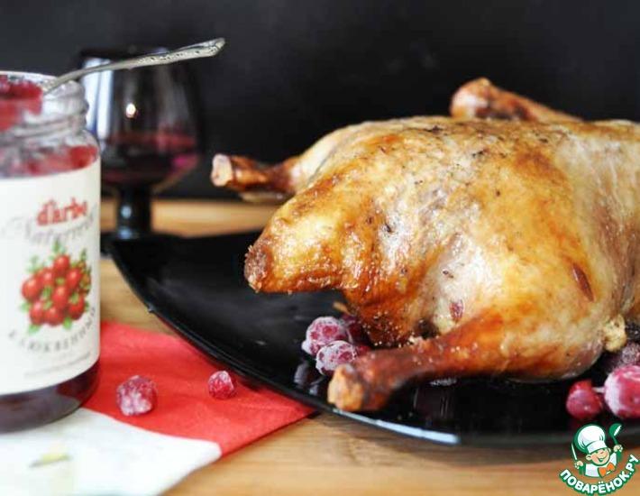 Рецепт: Жареная утка под клюквенной глазурью с клюквенным соусом