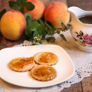 Фото: Заготовки из абрикосов и персиков