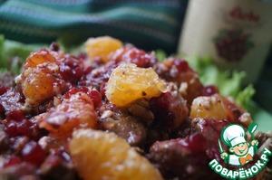Рецепт: Шведский салат с печенью и бруснично-винным соусом