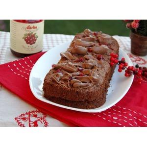 Кабачково-ореховый шоколадный кекс с брусничным соусом