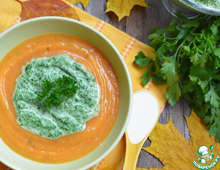 Рецепт: Осенний тыквенно-томатный крем-суп с зеленым соусом