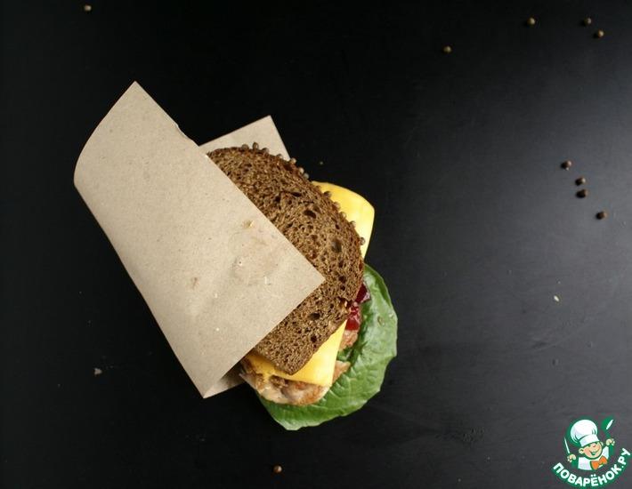 Рецепт: Сэндвич с индейкой и клюквенным соусом