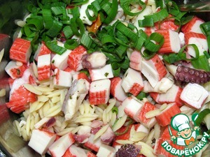 Салат из морепродуктов с овощами и лапшой орзо – кулинарный рецепт