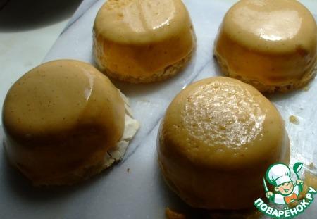 Карамельное пирожное с арахисом и шоколадом