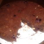 Шоколадный пирог с вишнями и фундуком
