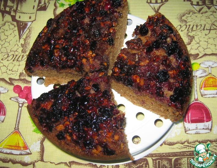 Рецепт: Пирог с ягодой и орехами в мультиварке
