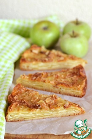 Delicate Apple pie with a crispy crust