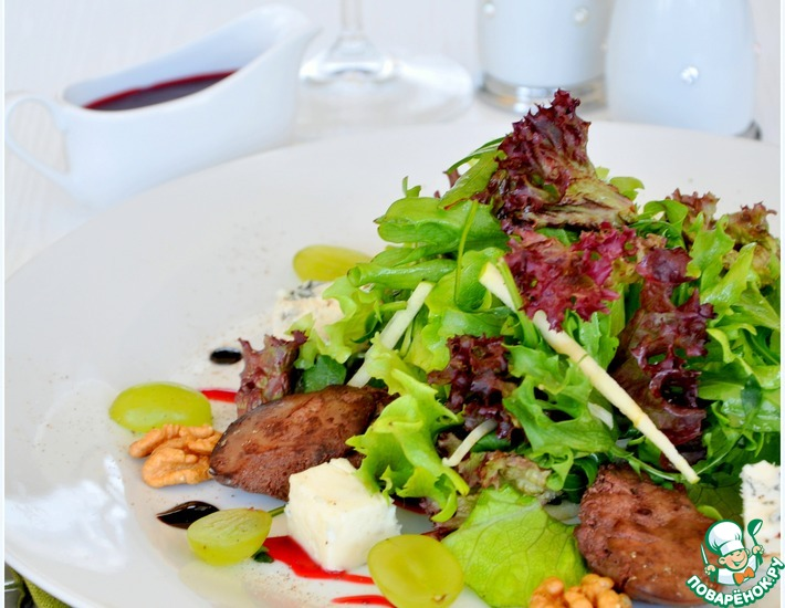 Рецепт: Салат с куриной печенью фламбе и фенхелем
