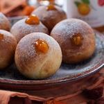 Мини-пончики с абрикосовым конфитюром