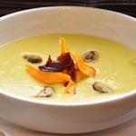 Гороховый суп-пюре с мидиями и овощными чипсами