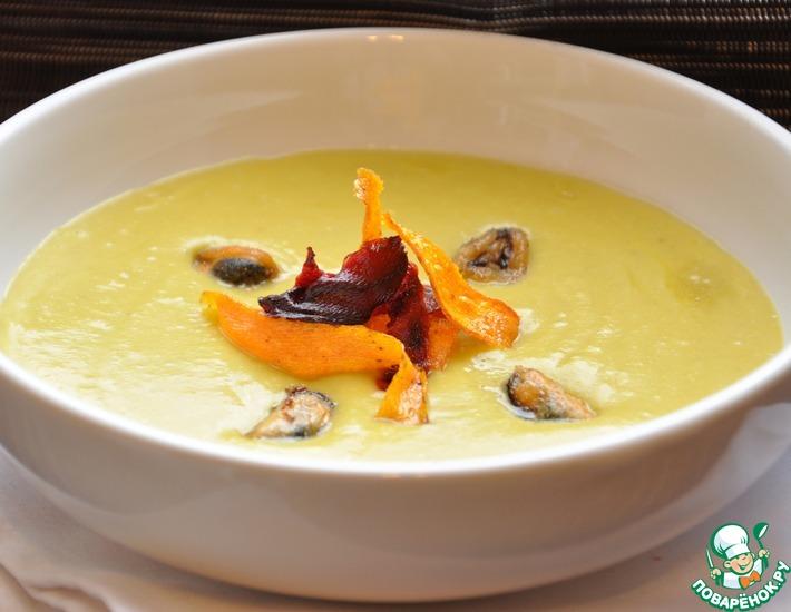 Рецепт: Гороховый суп-пюре с мидиями и овощными чипсами