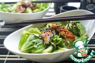 Рецепт: Зеленый салат с угрем