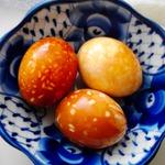 Мраморные и пятнистые яйца для пасхального стола