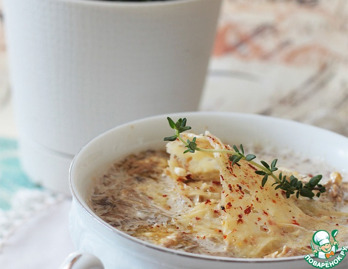 Рецепт: Грибной суп с трюфельным маслом и пармезановыми чипсами