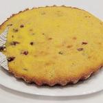 Кекс на сыворотке из кукурузной крупы с вишней