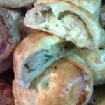 Слоеные пирожки с лососем, укропом и картофелем