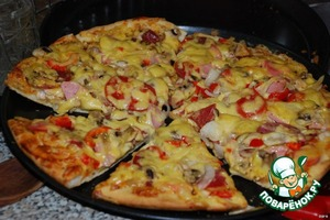 Pizza with chicken pizza with salami