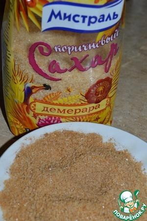Для ачинки смешать коричневый сахар Демера от Мистраль и корицу.