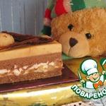 Шоколадно-карамельное пирожное с нугой и орехами