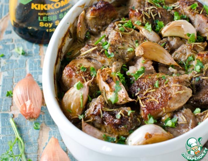 Рецепт: Запеченное мясо в луково-соевом маринаде