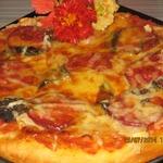 Яблочная пицца с салями