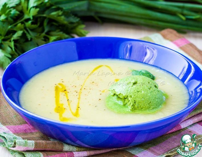 Рецепт: Овощной крем-суп с мороженым из шпината и сметаны