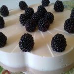 Творожный торт без выпечки с ежевикой
