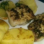 Рыба, запеченная с лимоном и травами