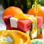 Фруктовый салат с малосольным сыром