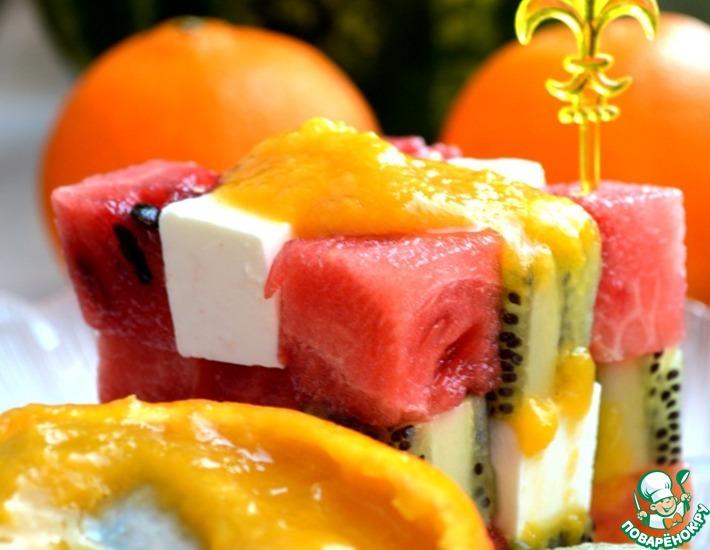 Рецепт: Фруктовый салат с малосольным сыром
