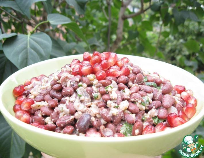 Рецепт: Грузинский салат из фасоли с гранатом и орехами