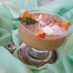 Десерт из нектаринов с пломбиром и миндалем