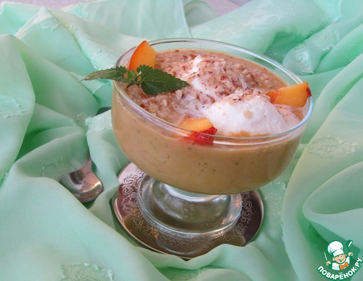 Рецепт: Десерт из нектаринов с пломбиром и миндалем