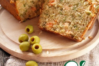 Рецепт: Закусочный кекс с сeмгой и зеленью