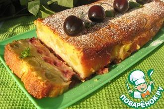 Рецепт: Сочный фруктово-ягодный пирог в сметанной заливке